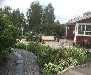 Bild på Margareta och Leifs trädgård i Gyttorp