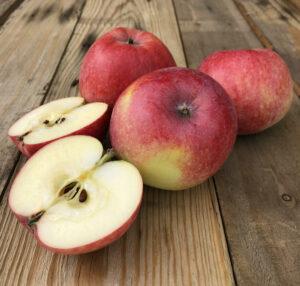 Bild på äpplen på ett bord.